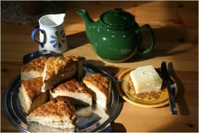 Tea pot and cake